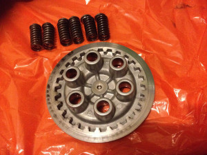 Pressure plate and standard springs, Yamaha RD250LC