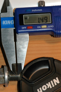 Measuring thread pitch of a bolt